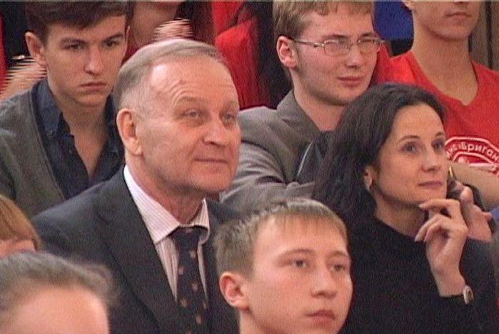 Ректор ВГУЭС Геннадий Лазарев поздравил с победой умников и умниц Приморья