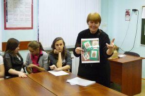Английские традиции празднования Рождества вспомнили ученики школы во время проведения рождественского аукциона