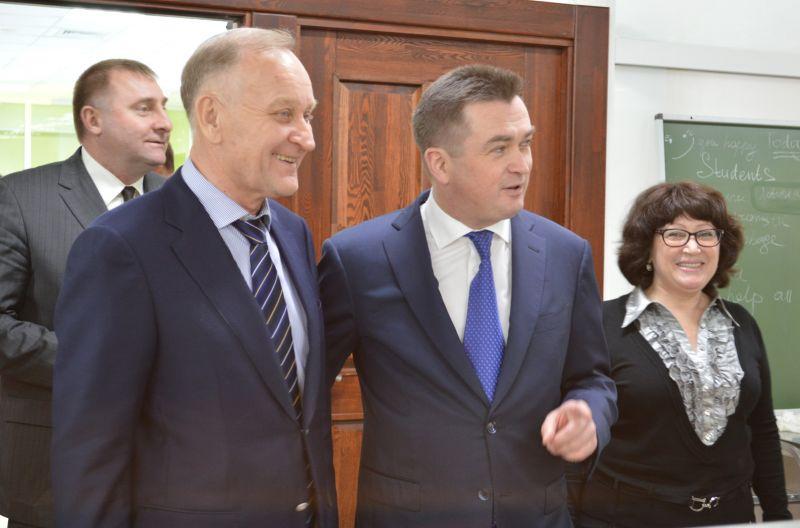Губернатор Приморья Владимир Миклушевский поздравил ректора ВГУЭС с открытием Международной лингвистической школы