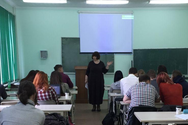 Встреча студентов специальностей «Международные отношения» и  «Зарубежное регионоведение» с экономическим обозревателем «Золотого Рога» Еленой Абашевой