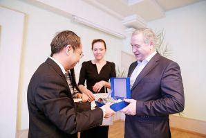 符拉迪沃斯托克国立经济与服务大学和中南民族大学(武汉): 将增加交换项目