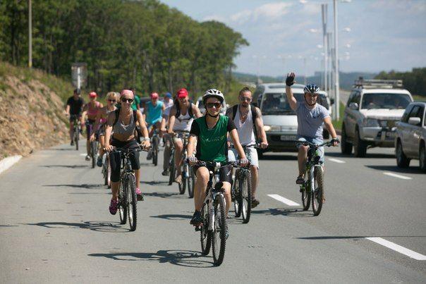 25 августа 2013 года сообщество «Бизнес Молодость» во Владивостоке организовало велопробег от Фуникулёра – о.Русский