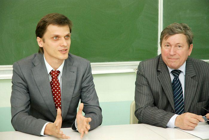 В Институте международного бизнеса и экономики ВГУЭС чествовали губернаторских стипендиатов