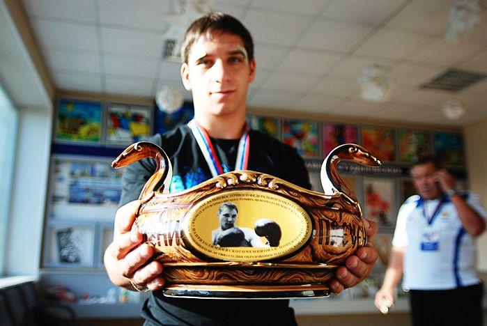 Студент ВГУЭС завоевал путевку на чемпионат России по боксу