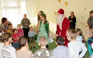 ВГУЭС дарит детям, оставшимся без родителей, новогодние подарки и праздники