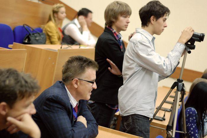 Лия Томпсон - известный американский журналист расследователь - провела лекции в ВШТ ВГУЭС