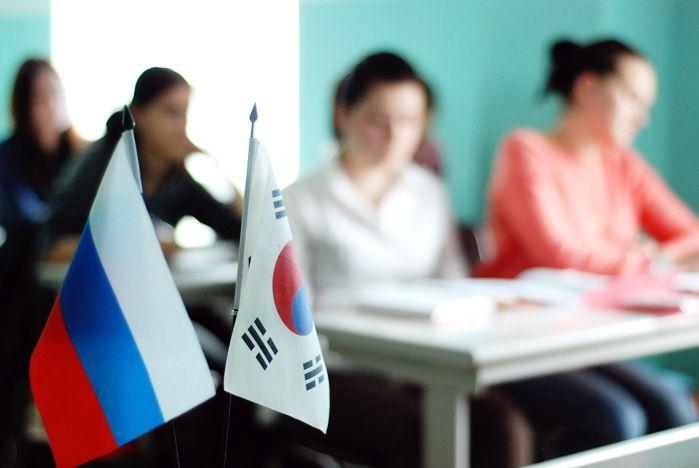 Генеральный консул Кореи во Владивостоке встретился со студентами ВГУЭС
