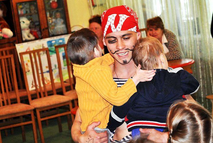 Студенты ВГУЭС подарили праздник детям