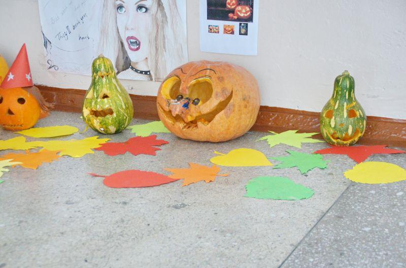 Конкурс на лучшую тыкву для празднования Хэллоуин.