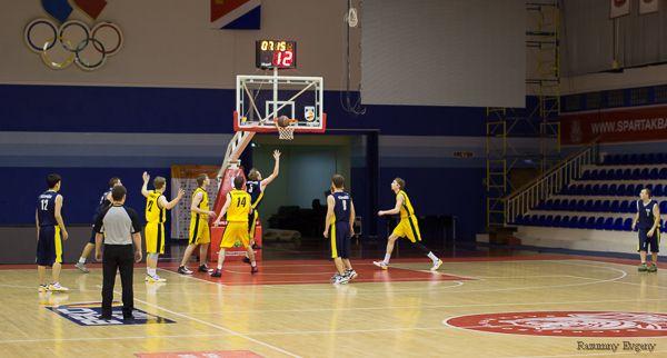 Команда ВГУЭС обыгрывает соперников за тур до окончания чемпионата Ассоциации студенческого баскетбола