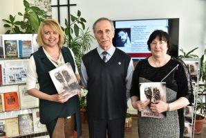 Книга дальневосточного автора оформлена художественной работой педагога ШИОД