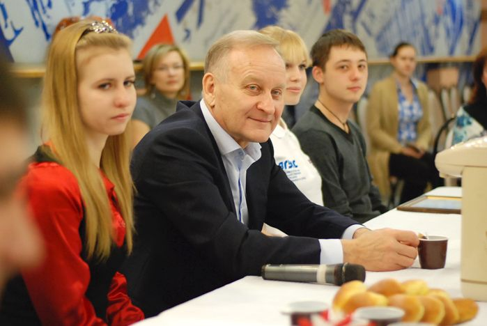 Ректор ВГУЭС Геннадий Лазарев студентам: «Запомните студенческие годы на всю жизнь».