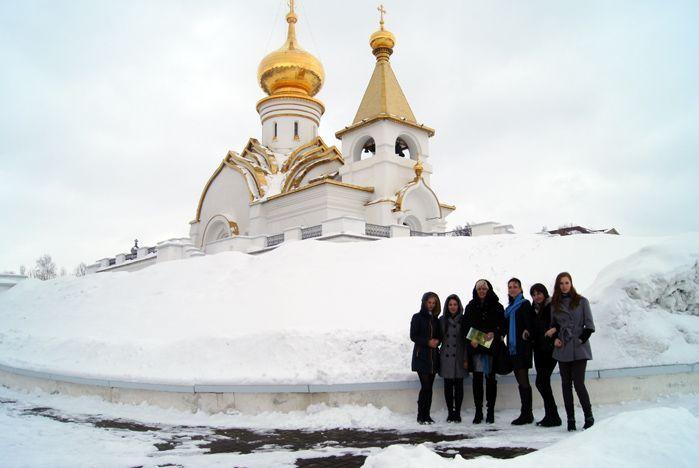 Студенты кафедры туризма и гостинично-ресторанного бизнеса ВГУЭС привезли из Хабаровска грамоты и дипломы