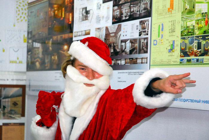Первокурсников ИСМД с новым учебным годом поздравил Дед Мороз