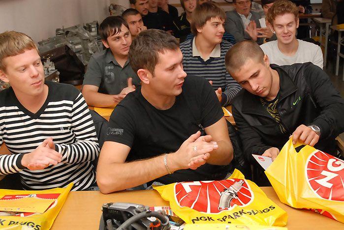 Представители брэнда NGK провели учебно-практический семинар для студентов кафедры сервиса и технической эксплуатации автомобилей ВГУЭС