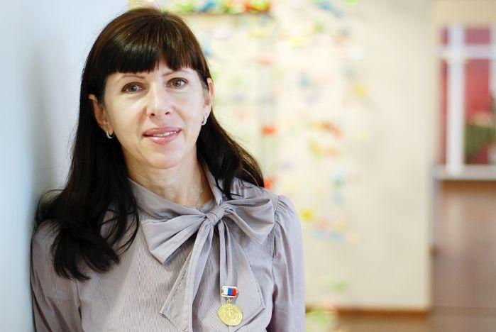 Куратор музейно-выставочного комплекса ВГУЭС Ольга Зотова награждена Золотой медалью Союза художников России