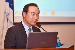The former South Korean presidential Chief of Staff gave a lecture for VSUES students
