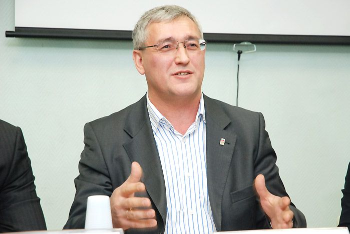 Cтуденты ВГУЭС и партийные деятели обсудили важные вопросы современной политики