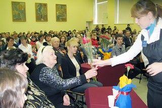 «Встреча поколений» в Колледже сервиса и дизайна ВГУЭС запомнилась и студентам, и ветеранам.
