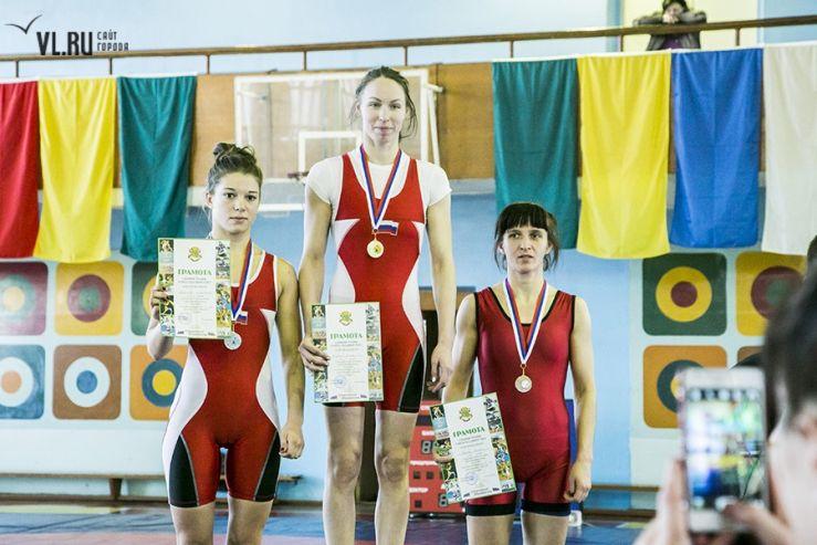 Сильнейшие самбистки - спортсменки ВГУЭС