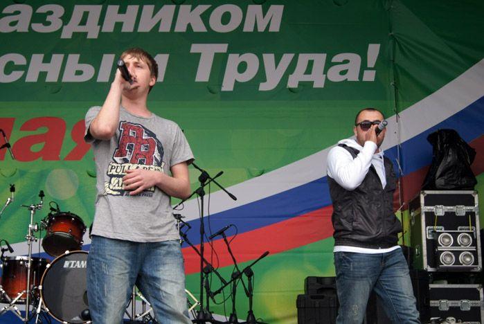 Творческие коллективы и волонтеры ВГУЭС поздравили горожан с Первомаем