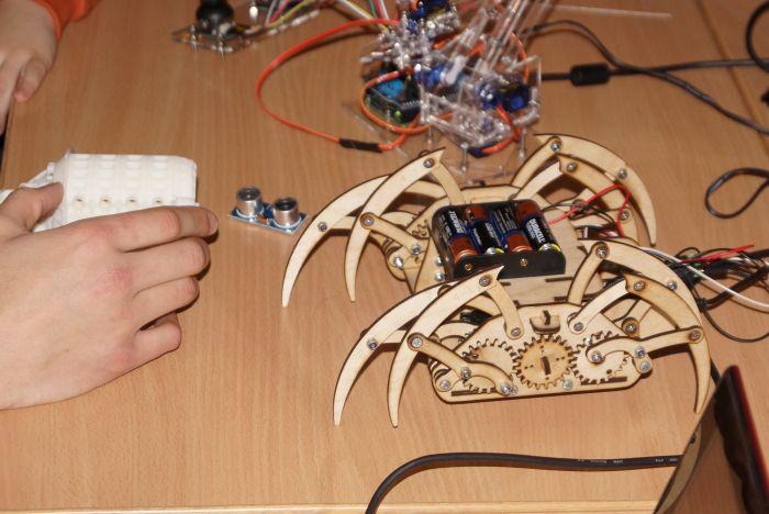 робот-паук, созданный в