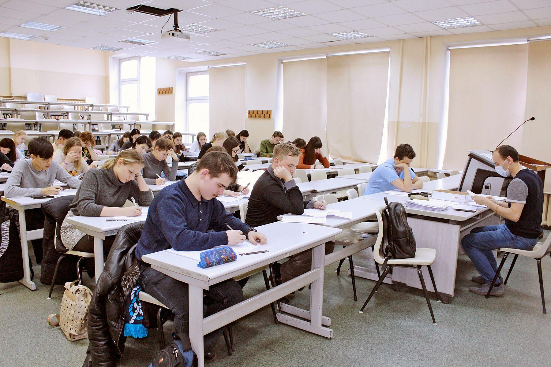 Во ВГУЭС прошёл первый тур краевой олимпиады по английскому языку «Olympic English – 2021»