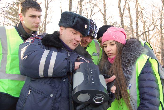 Студенты Института транспорта и логистики ВГУЭС попробовали себя в качестве сотрудников ГИБДД