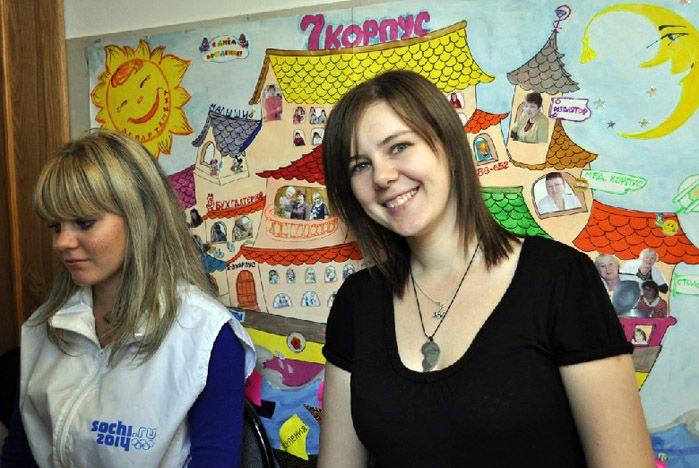 Волонтеры ВГУЭС поздравили воспитанников «Паруса надежды» с днем рождения центра