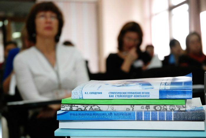 Участники номинации «Золотое перо» конкурса «Преподаватель года 2010» презентовали свои работы