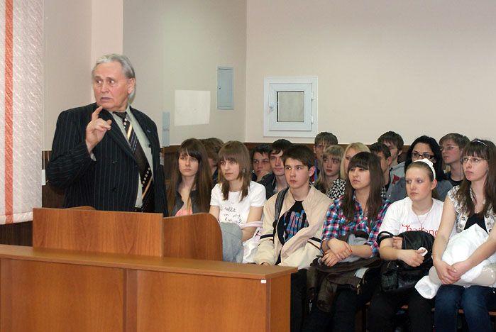 Старшеклассники участвуют в судебных заседаниях во ВГУЭС