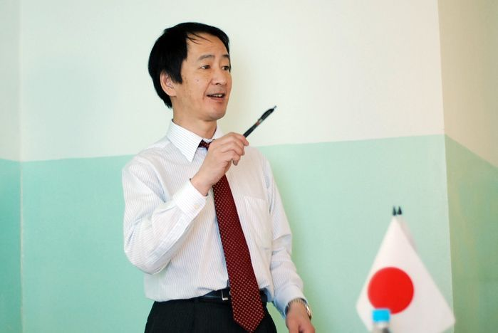 Consul-general of Japan gave a speach to VSUES students