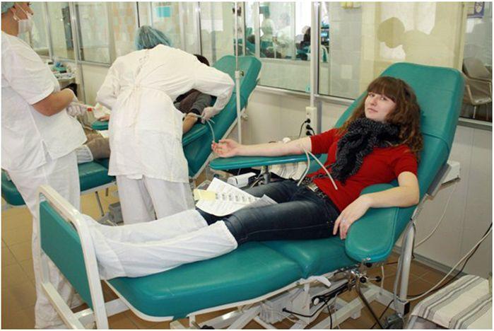 Студенты и преподаватели присоединились к донорской акции «Сдай кровь - спаси жизнь!»