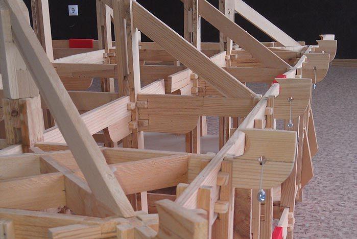 В бизнес-инкубаторе ВГУЭС построили «народный» дом (фото, видео)