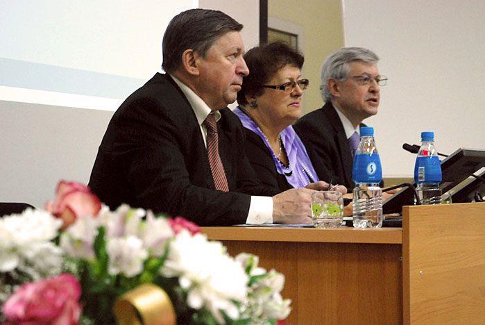 Кафедра мировой экономики и экономической теории ВГУЭС отметила юбилей масштабной научно-практической конференцией