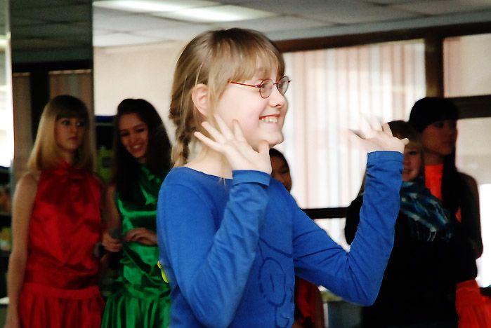 Конкурсами, подарками и песнями отметили День студента в Зимнем саду ВГУЭС