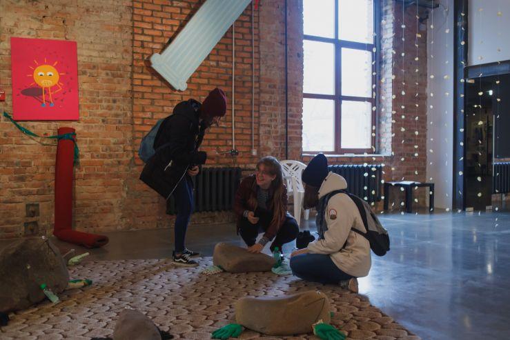 Студенты FIS посетили выставку российского дуэта художников