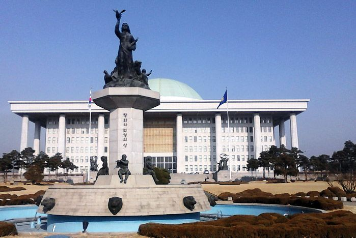 Труды ученых ВГУЭС пополнили фонды библиотеки Национальной Ассамблеи Республики Корея