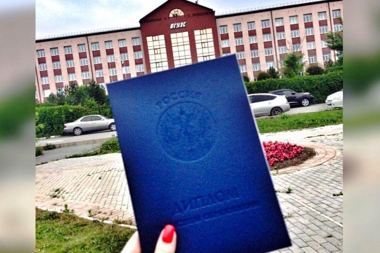 В филиале ФГБОУ ВО «ВГУЭС» в г. Находке состоялось вручение дипломов выпускникам 2017