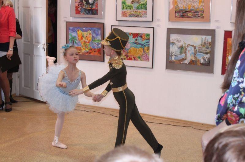 Номер от учащихся хореографической студии ШИОД
