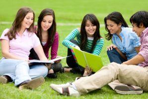 符拉迪沃斯托克国立经济与服务大学为对邻国文化感兴趣的中高中生、大学生组织夏令营。