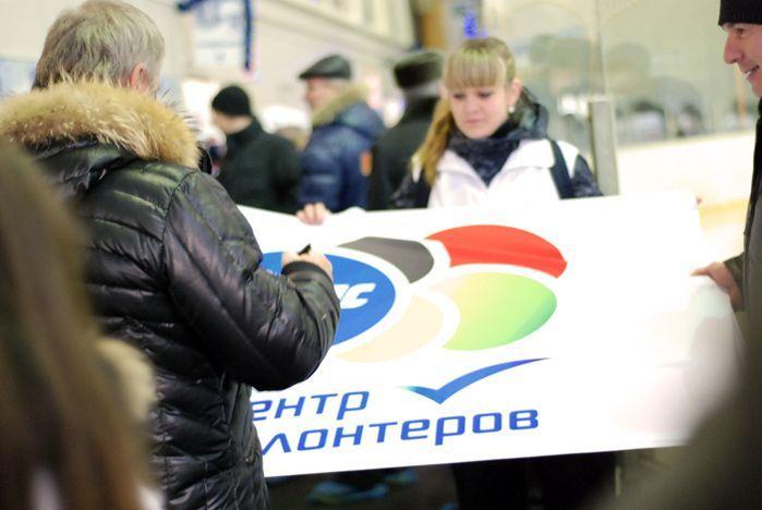 Волонтеры ВГУЭС встретились с прославленным хоккеистом, сенатором в верхней палате от Приморского края Вячеславом Фетисовым