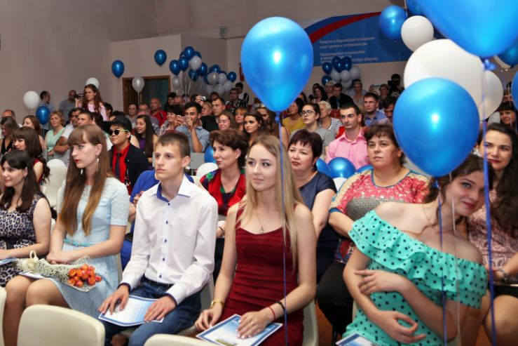 Для студентов колледжа и института состоялся  выпускной вечер