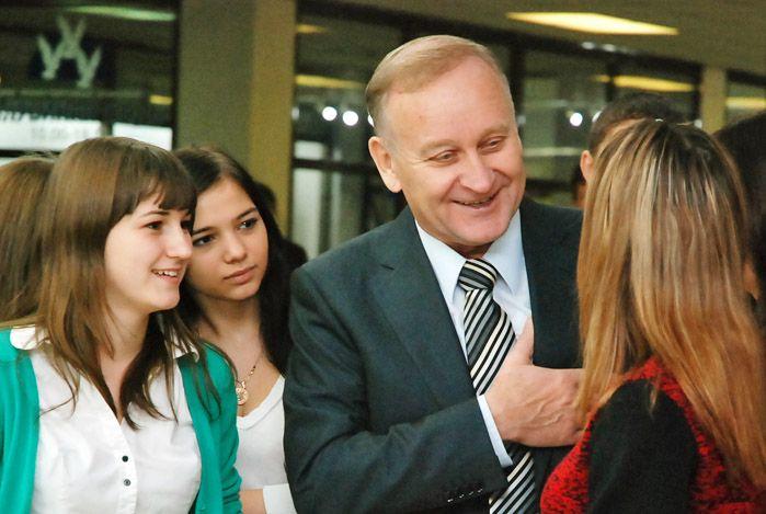Поздравление ректору ВГУЭС Геннадию Лазареву