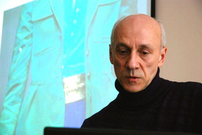 Профессор В.Кузьмичев: на пике моды сезона 2011/12 - тенденции 70-х годов, асимметричная полоска и цвет жимолости