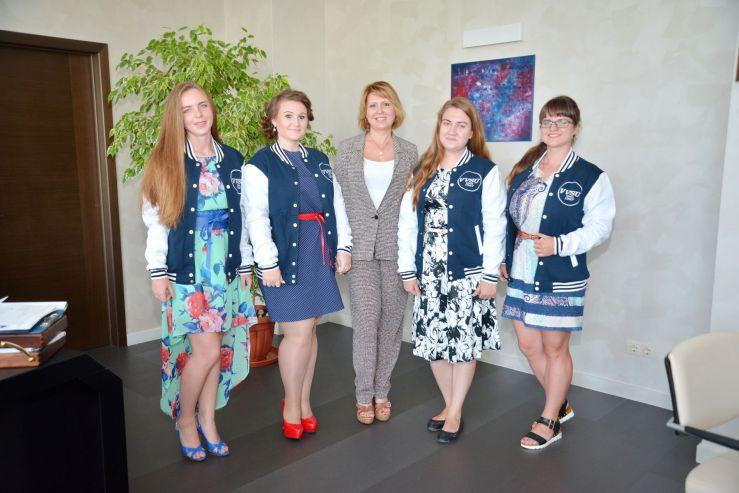 Победители фотоконкурса #выпускниквгуэс2016 получили призы из рук ректора