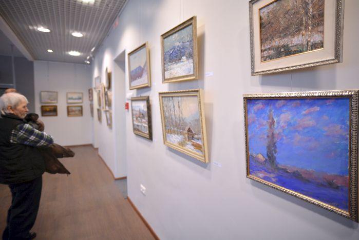 Новая выставка Виктора Убираева «Белый день» открылась в музее ВГУЭС