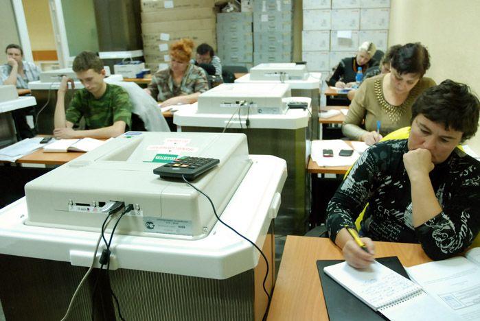 Работники избирательных комиссий освоили во ВГУЭС электронные урны