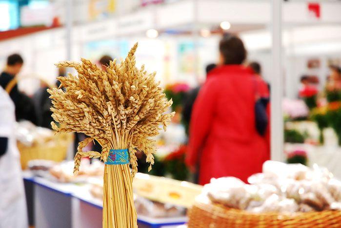 70 предприятий со всей России и стран АТР представили свою продукцию на выставке-ярмарке «Приморские продукты питания» в СК «Чемпион»