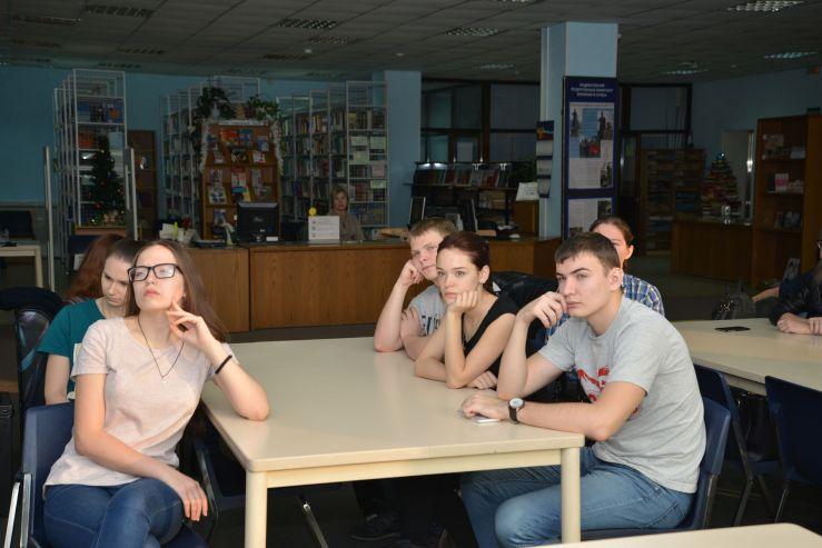 Студентов-экологов ВГУЭС познакомили с новой книгой о лесах Дальнего Востока